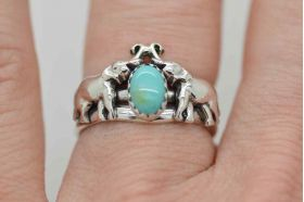 Elephants sterling silver band ring with gemstone