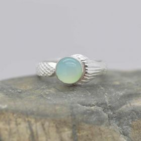 Mako ring with 6mm Chaceldony Cabochon
